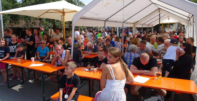 Strassenfest Unterginsbach in gemütliche Runde